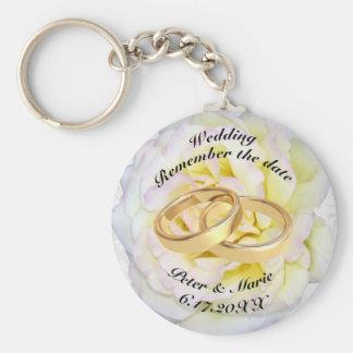 Llavero Recuerde los anillos de bodas de la fecha y subió