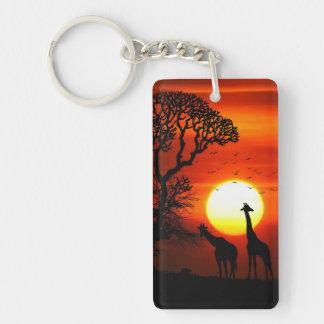 Llavero Siluetas africanas de la jirafa de la puesta del