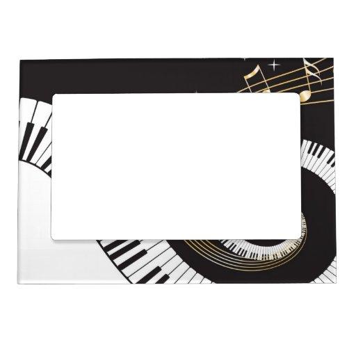 Llaves del piano que remolinan marcos magneticos para fotos