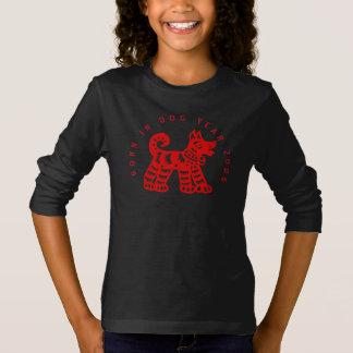 Llevado en camiseta del chica del perro del fuego