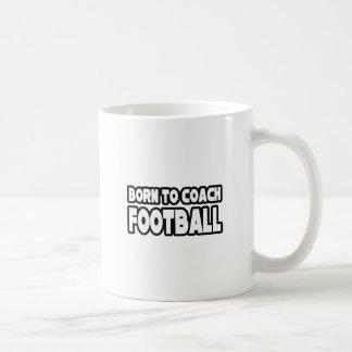 Llevado entrenar fútbol taza clásica