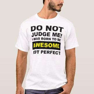Llevado ser camiseta divertida no perfecta