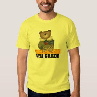 Lleve con las 6tas camisetas y regalos del grado
