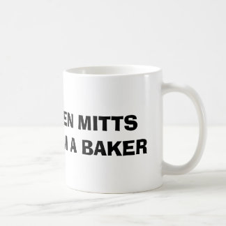 Llevo la taza de los mitones del horno