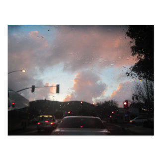 Lluvia Falliing en la puesta del sol en San Luis Postal