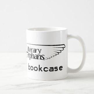 LO: Queme su taza del estante para libros