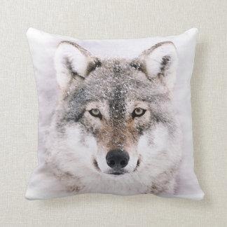 Lobo en almohada de tiro de la pintura del