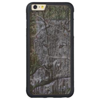 lobo gris hermoso en el salvaje funda para iPhone 6 plus de carved® de nogal