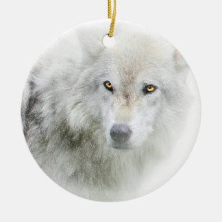 Lobo observado de oro hermoso en el ornamento de adorno navideño redondo de cerámica