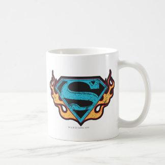 Logotipo azul de Supergirl con las llamas Taza Básica Blanca