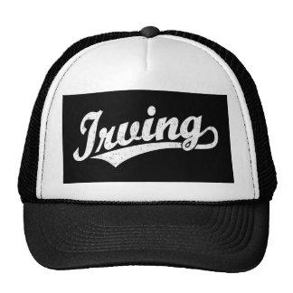 Logotipo de la escritura de Irving en el blanco ap Gorros