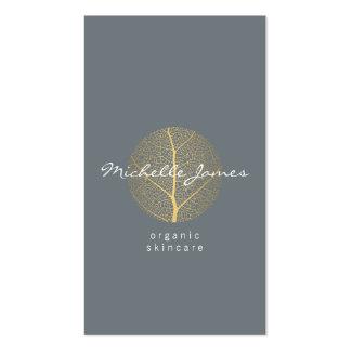 Logotipo elegante de la hoja de oro en tarjeta de tarjetas personales