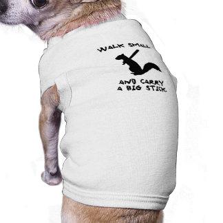 Logotipo enojado de la ardilla camiseta sin mangas para perro