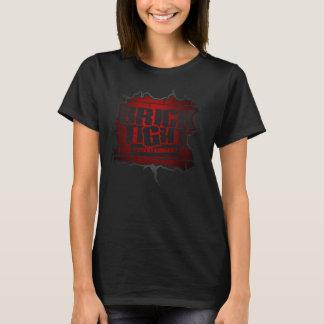 Logotipo rojo en frente camiseta
