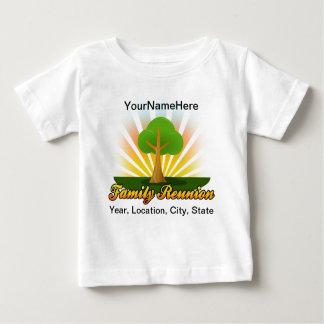 Logotipo verde de la reunión de familia del árbol camiseta de bebé
