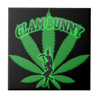 Logotipo verde del conejito de la hoja azulejo de cerámica