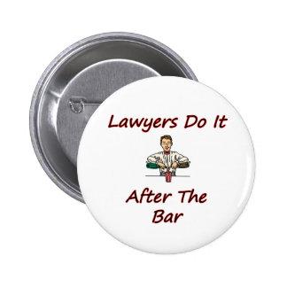 Los abogados lo hacen después de la barra pin