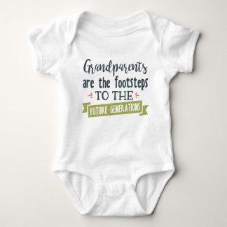 Los abuelos son el bebé de los pasos unisex body para bebé