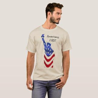 Los americanos primero juntan con te camiseta