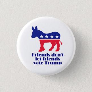 Los amigos no dejan el botón del triunfo del voto