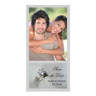 Los anillos de bodas ahorran la invitación de la tarjeta personal