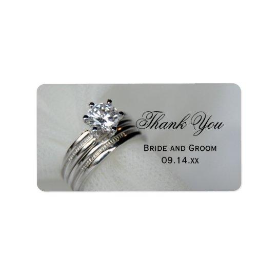 Los anillos de bodas le agradecen favorecer la etiquetas de dirección