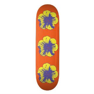 Los años 60 amarillos y azules florecen monopatín