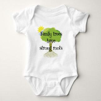 Los árboles de familia tienen raíces fuertes body para bebé