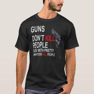 Los armas no matan, los papás con las camisetas de