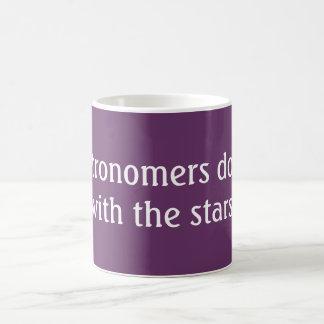 Los astrónomos lo hacen taza básica blanca