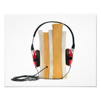 los auriculares del audiolibro leyeron la educació fotografias