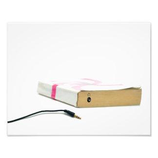 los auriculares del audiolibro leyeron la educació impresión fotográfica