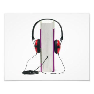 los auriculares del audiolibro leyeron la educació fotografia