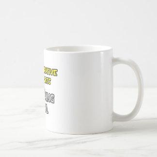 Los ayudantes administrativos son rey Cool del sof Tazas De Café