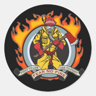 Los bomberos no temen ningún fuego etiquetas redondas