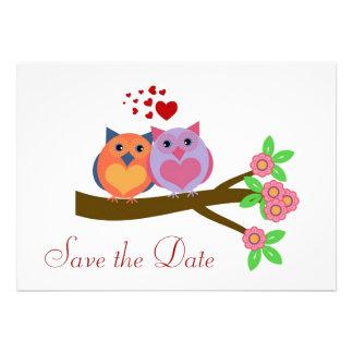 Los búhos en amor ahorran la invitación de la fech