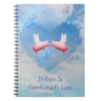 Los cerdos del vuelo Besar-Creen en amor increíble Cuaderno