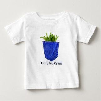 Los chicas cavan la camiseta verde