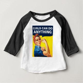 Los chicas pueden hacer cualquier cosa camiseta de bebé
