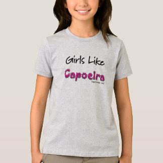 Los chicas tienen gusto de la camiseta de Capoeira
