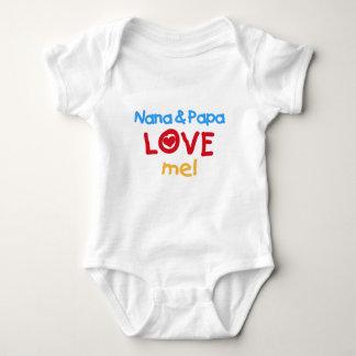 Los colores primarios Nana y la papá me aman Body Para Bebé
