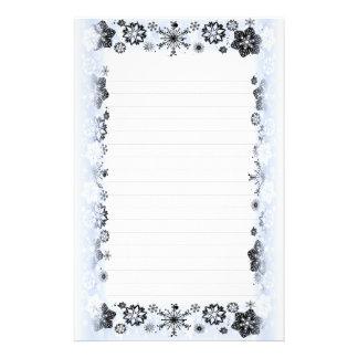 Los copos de nieve confinan el papel de escribir