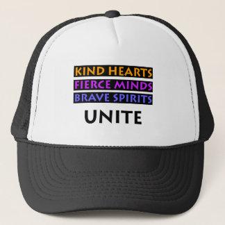 Los corazones buenos, mentes feroces, las bebidas gorra de camionero