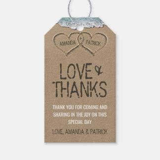 Los corazones en el boda de la orilla de la playa etiquetas para regalos