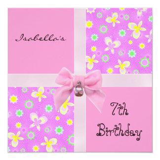 Los corazones rosados del 7mo cumpleaños de la invitación 13,3 cm x 13,3cm