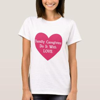 Los cuidadores de familia lo hacen con amor camiseta