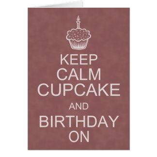 Los deseos del cumpleaños, guardan la magdalena tarjeta de felicitación