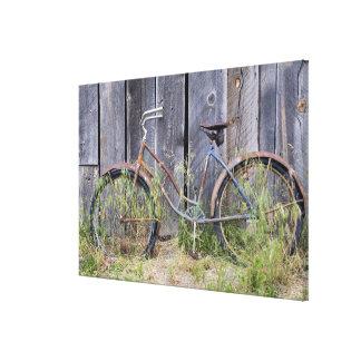 Los E.E.U.U., Oregon, curva. Una bici vieja dilapi Impresiones En Lienzo Estiradas