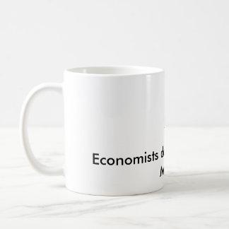 Los economistas hacen todo con los modelos taza de café