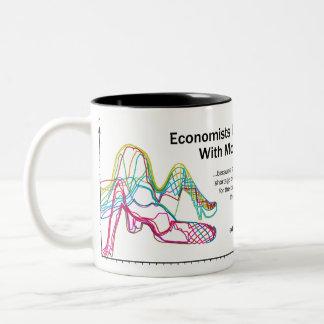 Los economistas lo hacen con la taza grande del